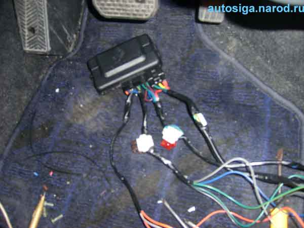 Установка автосигнализации Tomahawk-9020 на Suzuki Swift с фотографиями, видео и пояснениями.